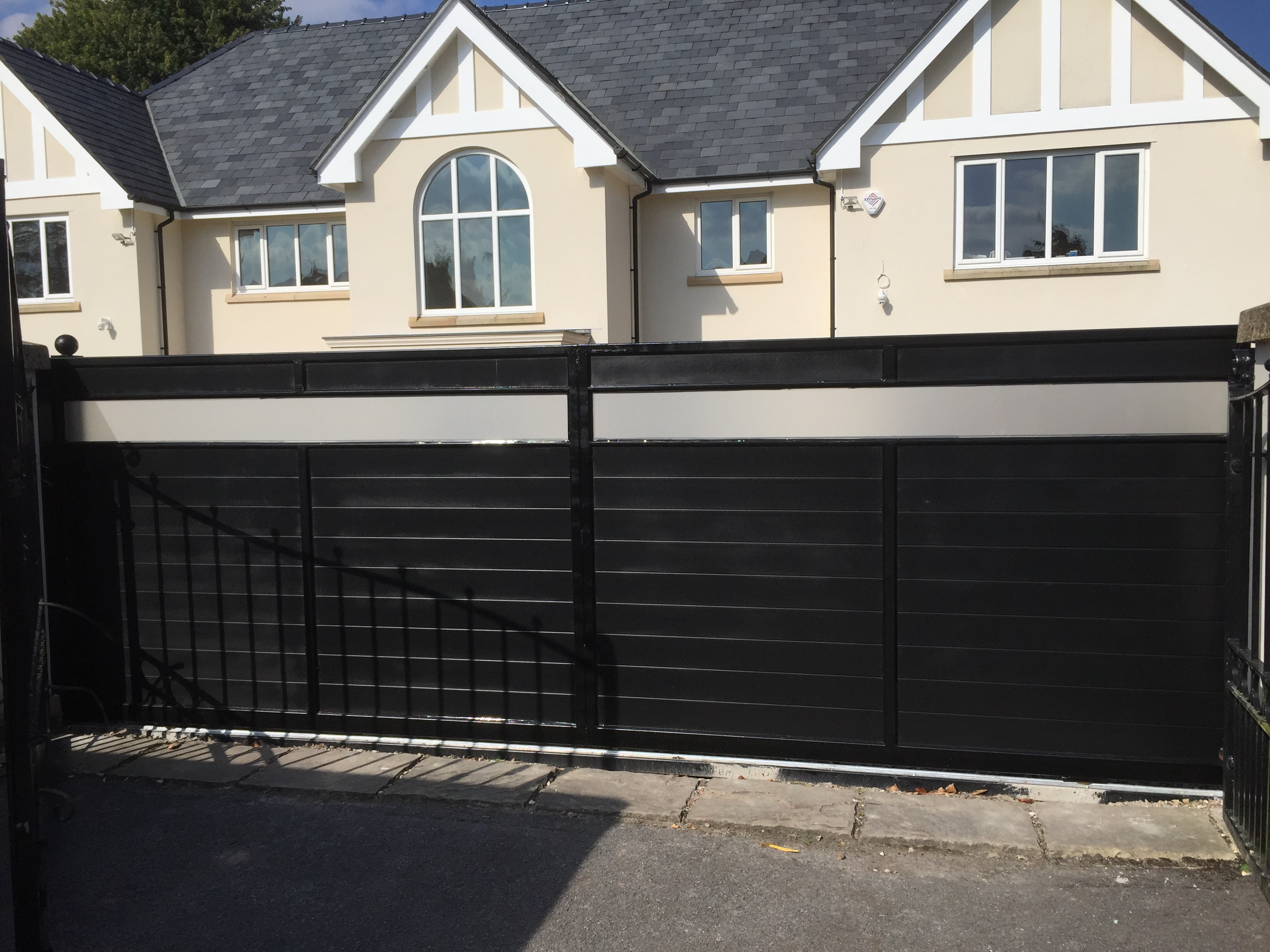 Pros and Cons of Automated Gates