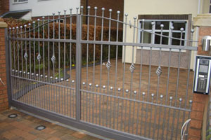 What to do when your Electric Driveway Gates run out of power!