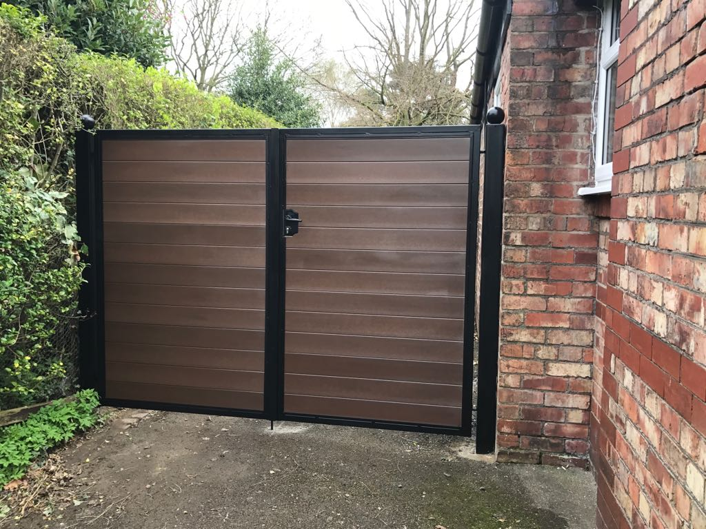 Top Tips for Staining a Wooden Gate